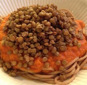 pasta-med-tomatsaus-og-grønne-linser