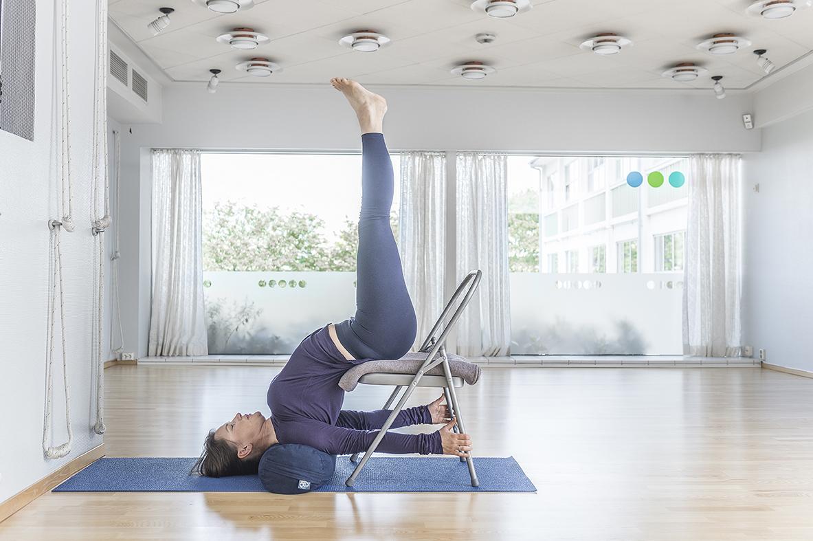 Yoga på stol | yogaogmeditasjon